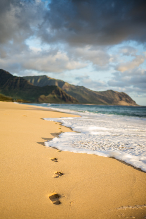 Walk on the beach at Yokohama Bay, Oahu