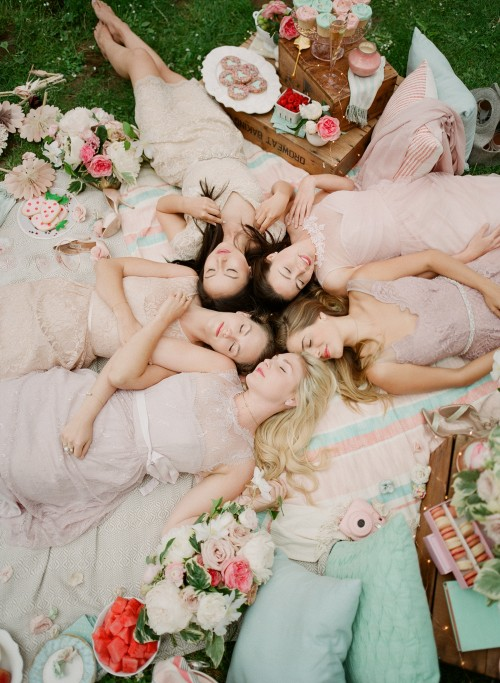 Whimsical Picnic Shoot with Girlfriends