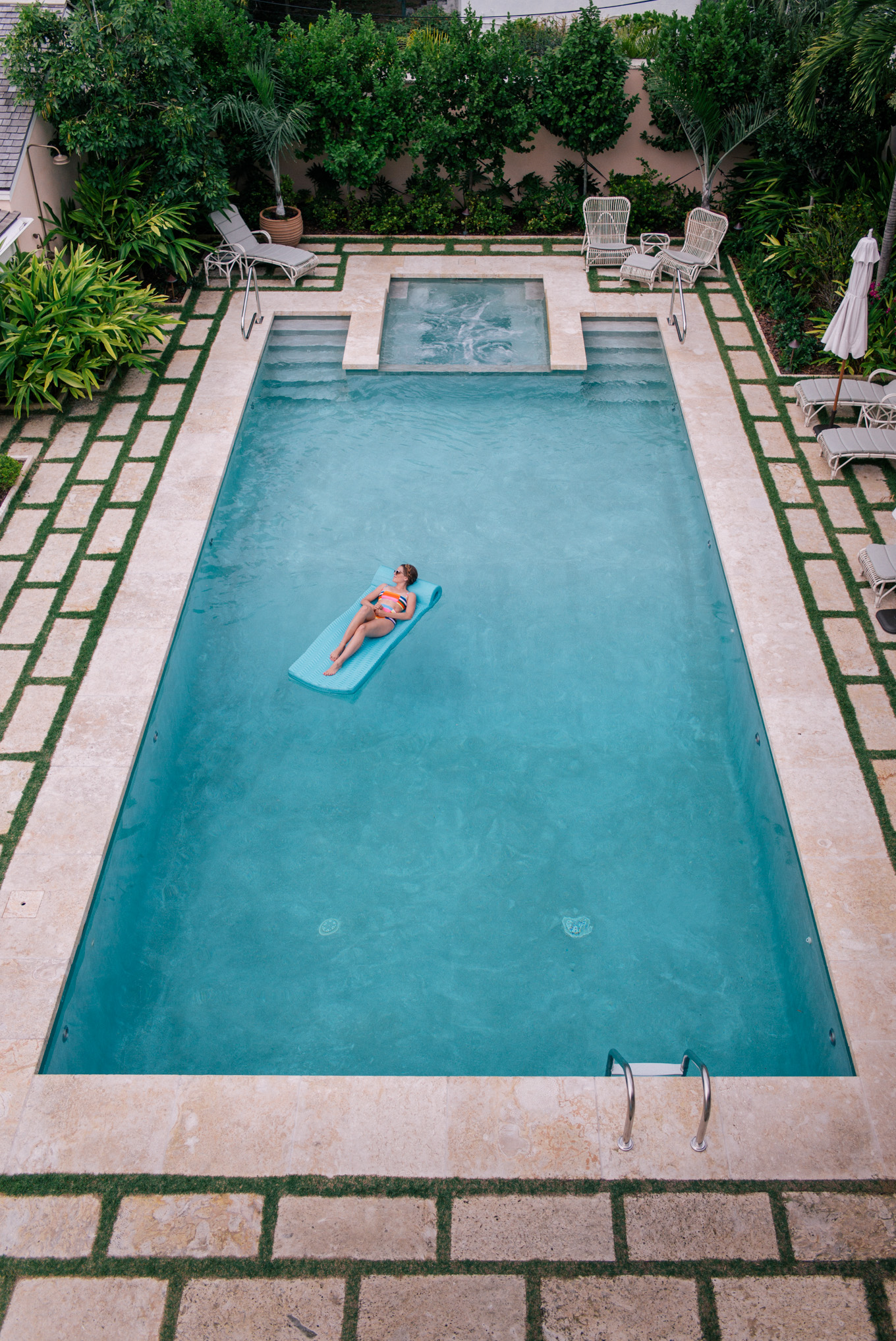 Bahama house harbour island gal meets glam for Garden pool book