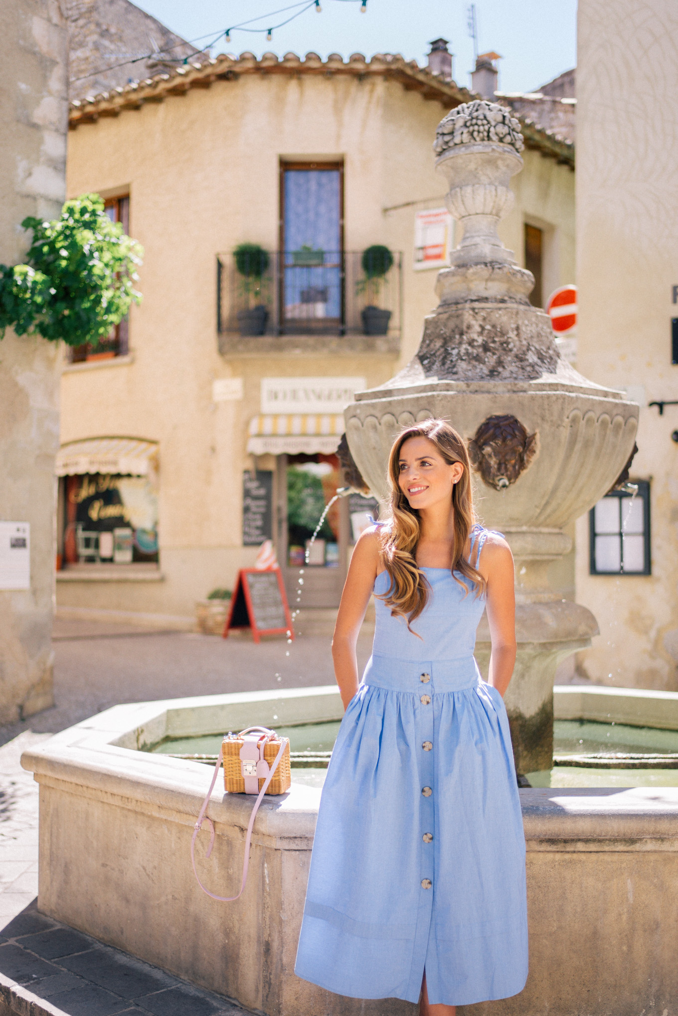 gal-meets-glam-avignon-provence-1002073