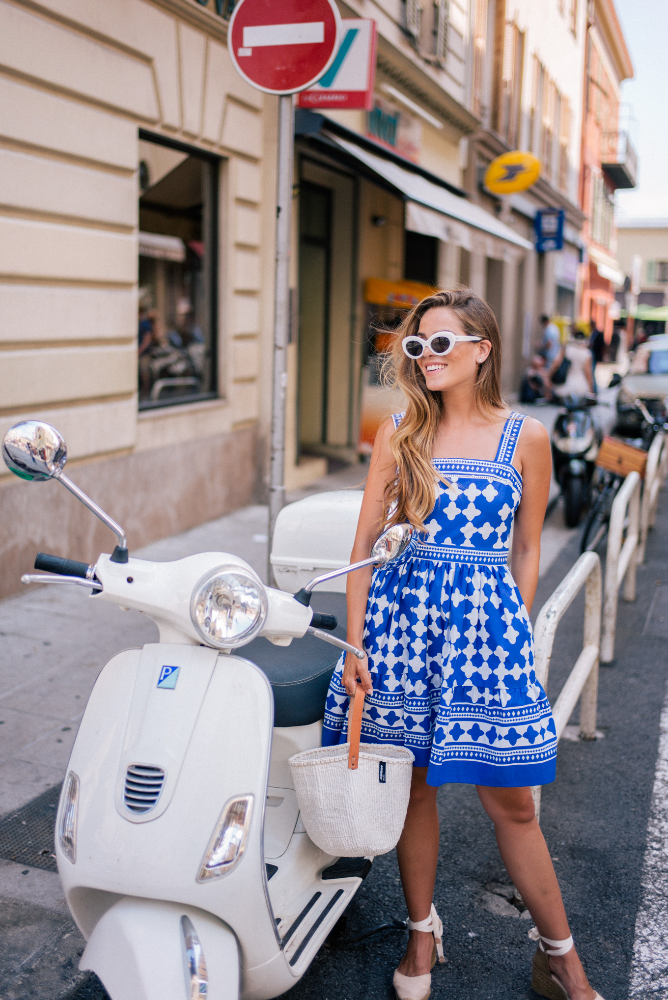 gmg-blue-and-white-nice-france-1007484