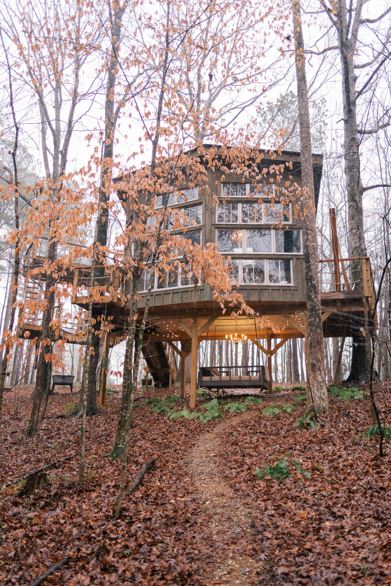 A Treehouse Getaway Gal Meets Glam