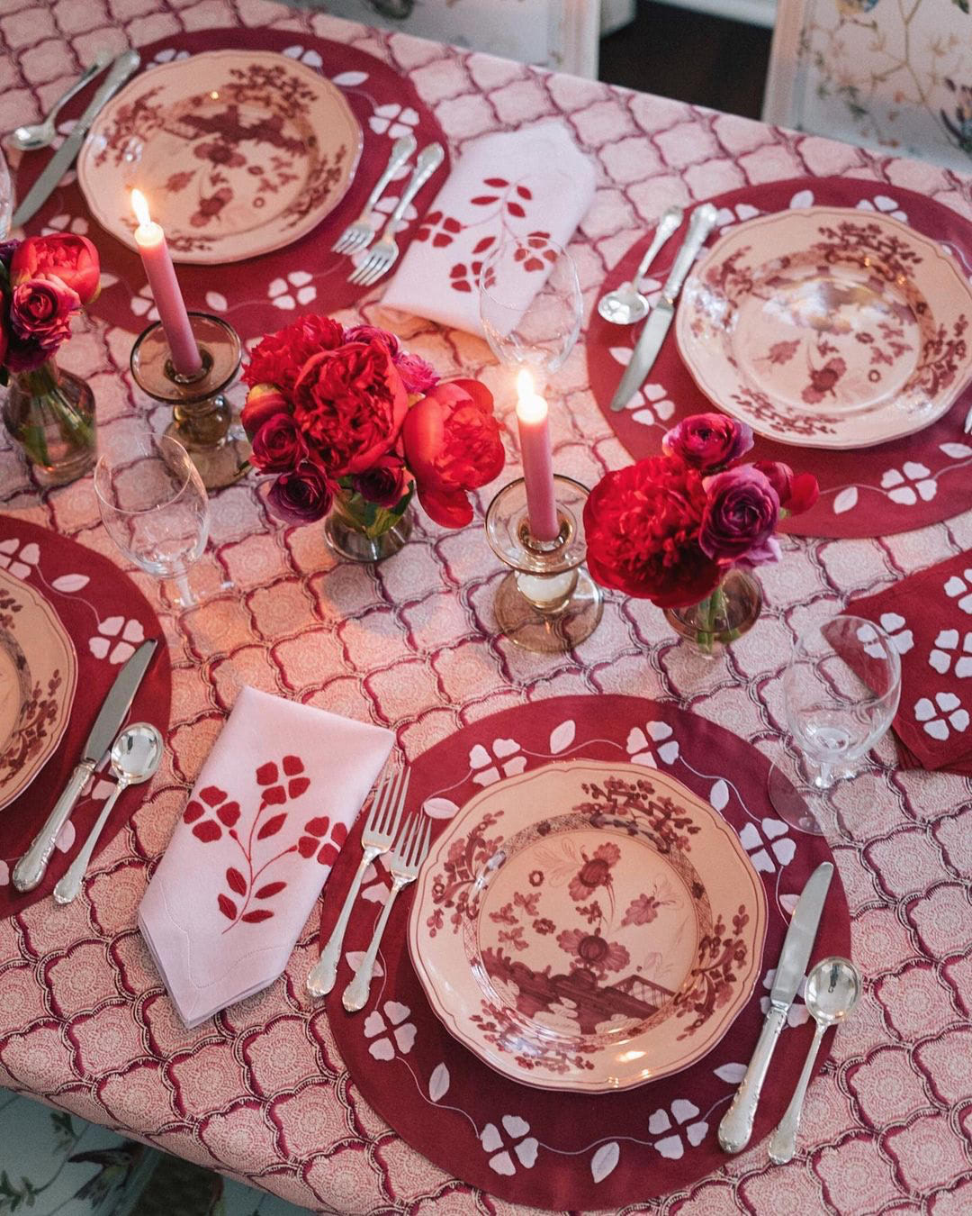 red pink purple magenta tablescape