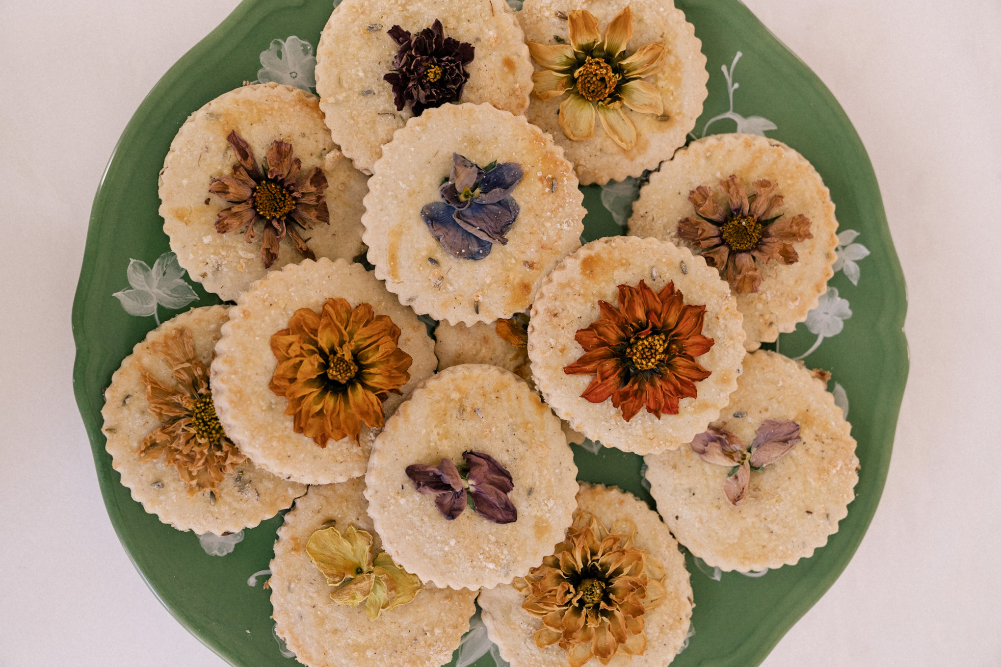 cookies with edible flowers