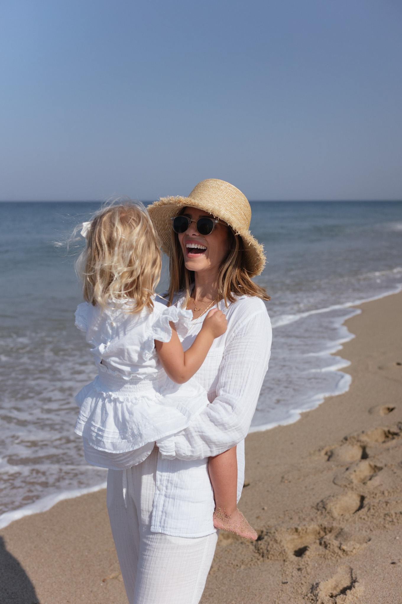 white top white pants casual beach straw hat